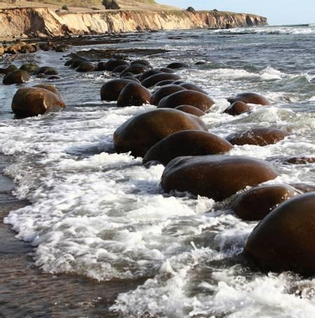 bowling-ball-beach-gallaway-california beach