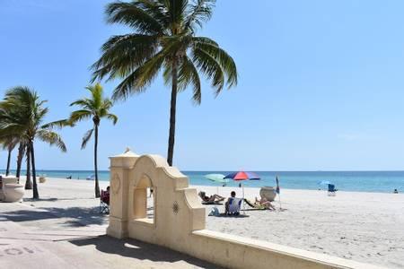 hollywood-beach-hollywood-florida beach
