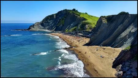 itzurun-hondartza-zumaia-basque-country beach