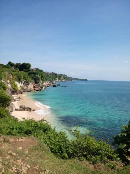 pantai-padang-padang-pecatu-bali beach