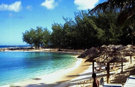 paradise-beach-nassau-new-providence beach