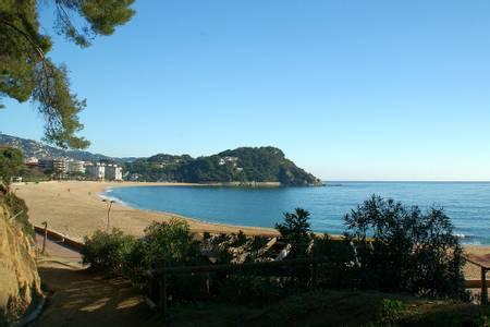 platja-de-fenals-lloret-de-mar-catalonia beach