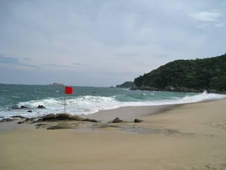 playa-chahue-la-crucecita-oaxaca beach