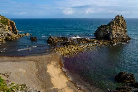 playa-de-pendueles-o-castiellu-llanes-asturias beach