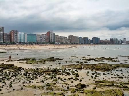 playa-de-san-lorenzo-gijon beach
