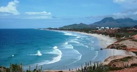playa-el-agua-antolin-del-campo-nueva-esparta beach