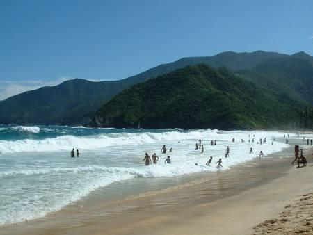 playa-grande-choroni-aragua beach