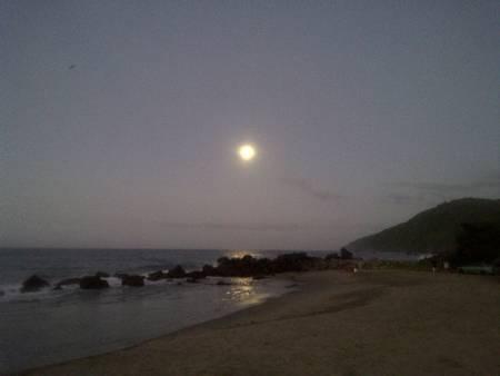 playa-los-caracas-colonia-vacacional-vargas beach