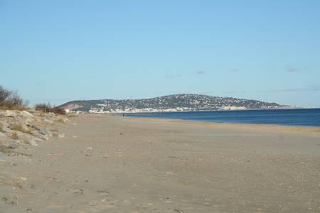plage-de-la-corniche-sete-occitanie beach