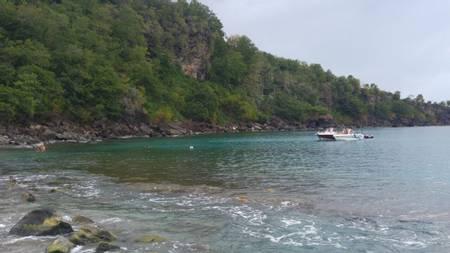 plage-de-petite-anse-bouillante-basse-terre beach