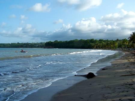 plage-de-sainte-claire-goyave-basse-terre beach