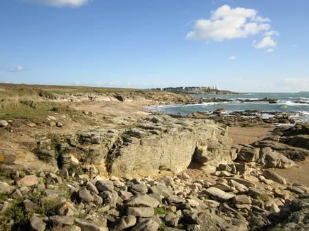 plage-des-sables-rouges-ploemeur-brittany beach
