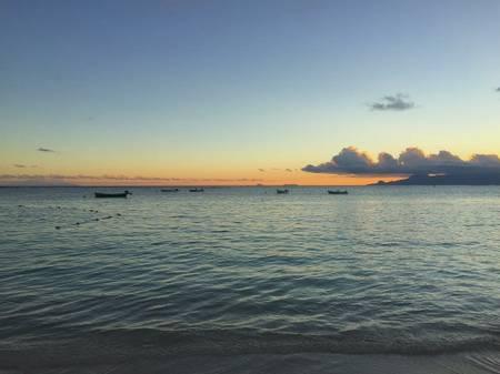 plage-du-bourg-sainte-anne-grande-terre beach