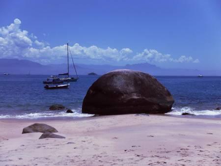 praia-vermelha-paraty-state-of-rio-de-janeiro beach