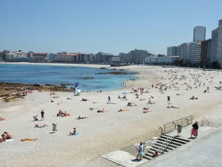 praia-de-riazor-a-coruna-galicia beach