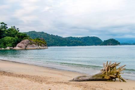 praia-do-laboratorio-angra-dos-reis-state-of-rio-de-janeiro beach