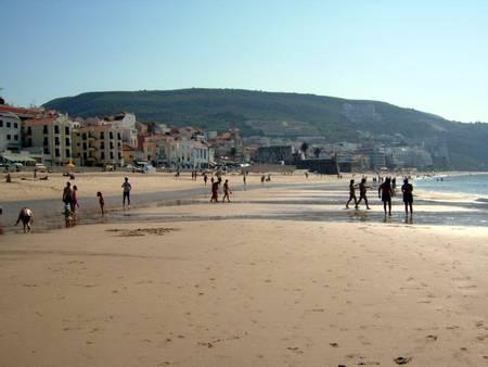 praia-sesimbra-%C3%A1rea-metropolitana-de-lisboa beach