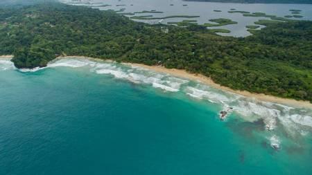 red-frog-beach-isla-bastimentos beach